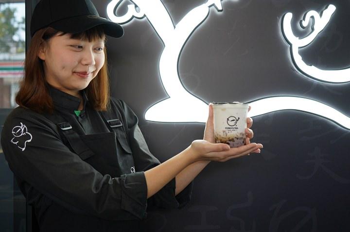 【台中。飲料】正港台灣味–不加一滴水古早味飲料紅豆粉粿鮮奶、黑糖波霸鮮奶,手作功夫茶-台中黎明店。